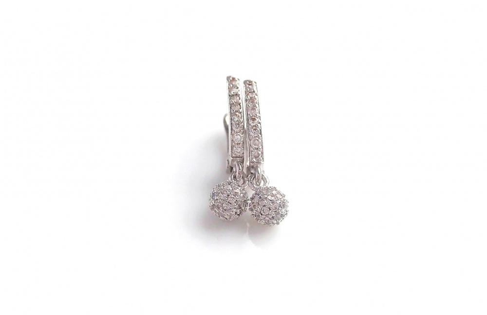 Maži juvelyriniai auskarai