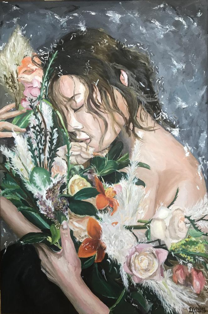 Mergina su gėlėmis