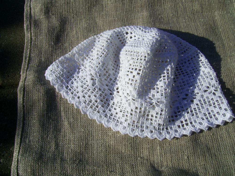 Nerta kepurė su rombų juosta