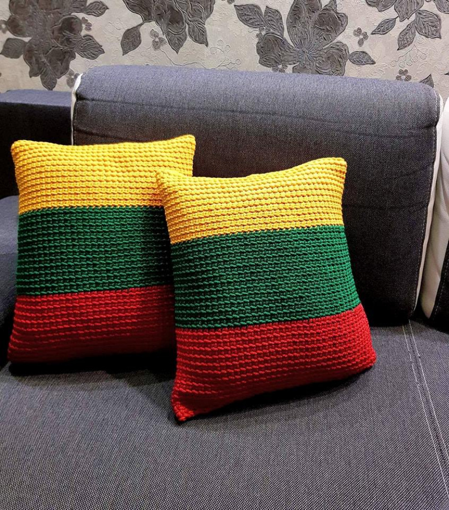 Nerta trispalvė pagalvė