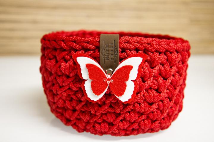 Nertas pavasariškas raudonas krepšelis