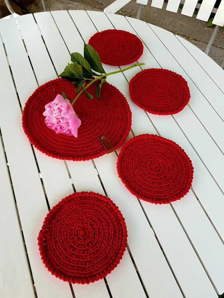 Nerti stalo padėkliukai raudoni
