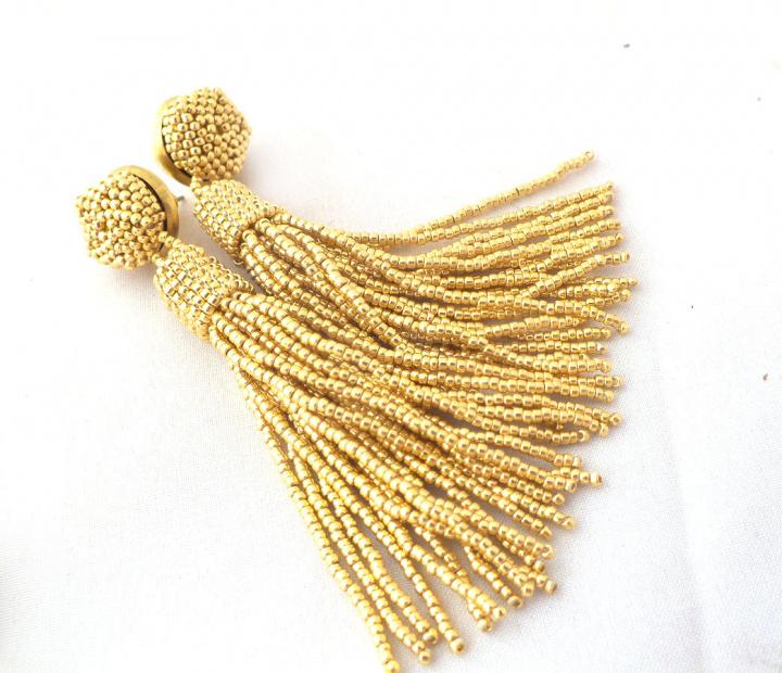 Rankų darbo aukso spalvos karoliukų kutų auskarai