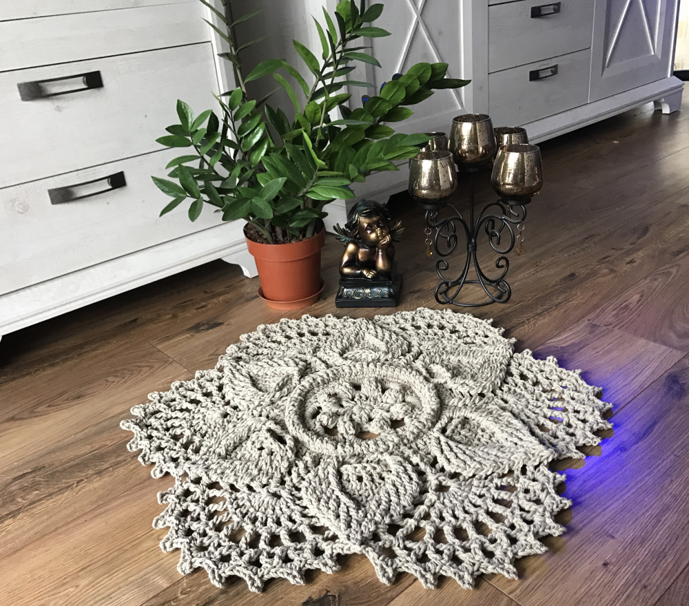 Rankų darbo dekoratyvinis kilimėlis