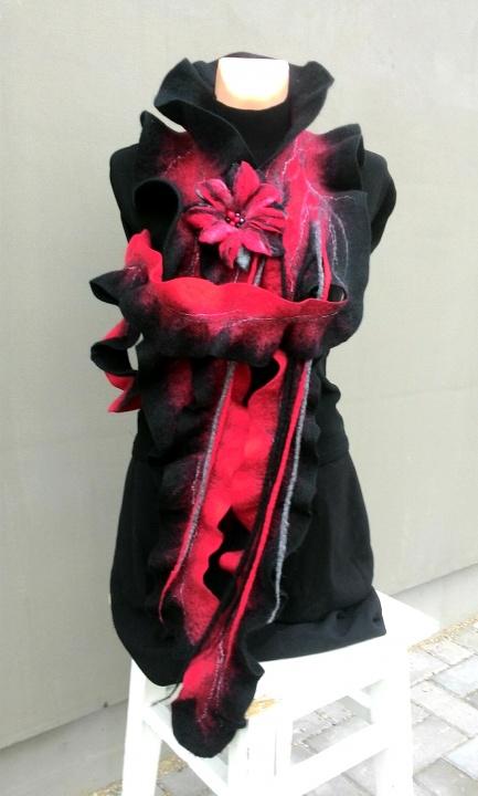 Raudonas juodas veltas šalikas