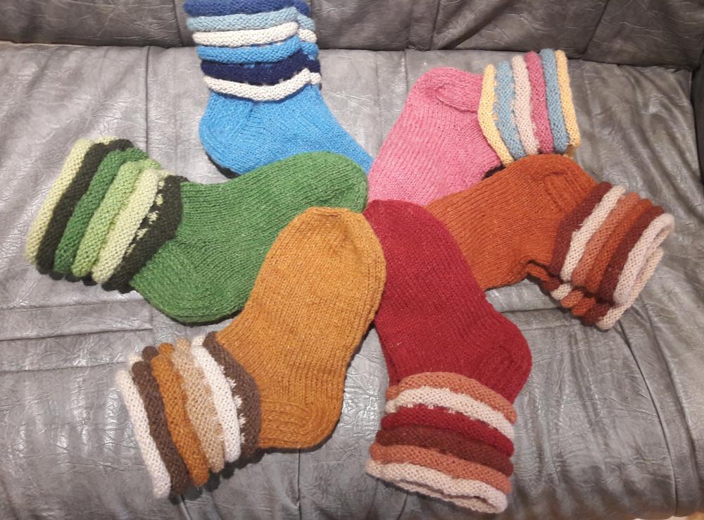 Raudonos vilnonės kojinės