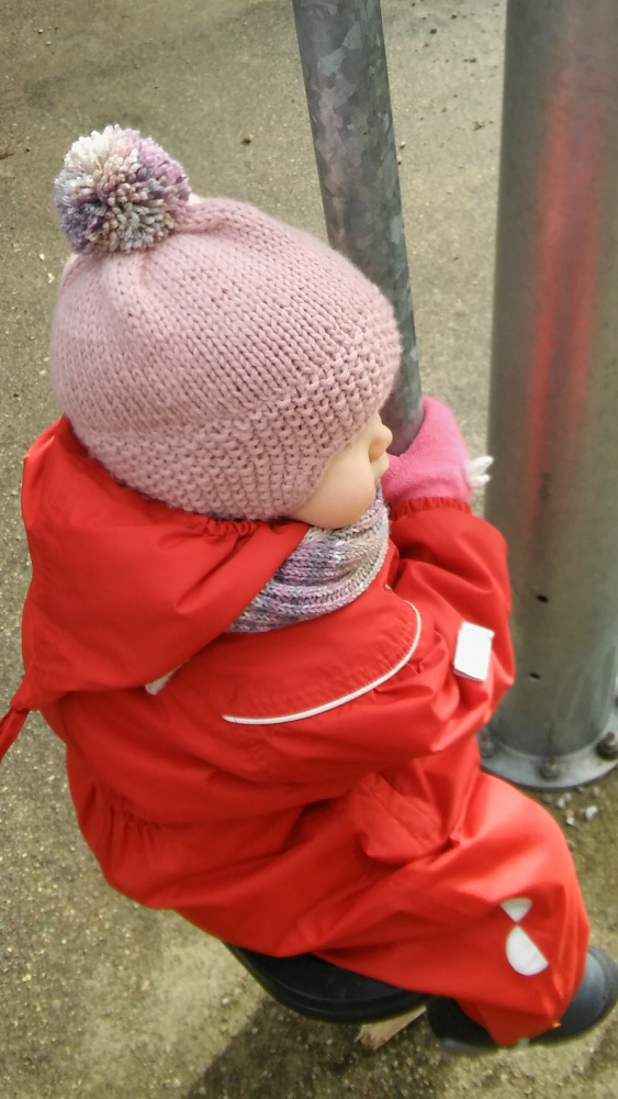 rožinė šilta kepurytė mažai mergytei