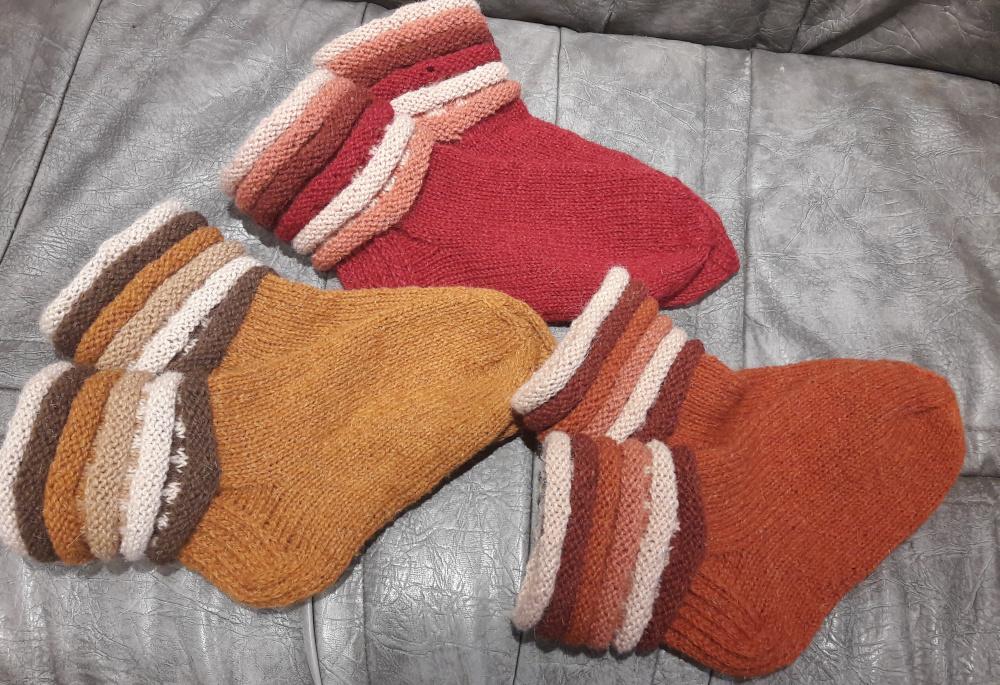 Rudos vilnonės kojinės