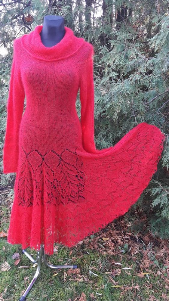 Ryški raudona suknelė