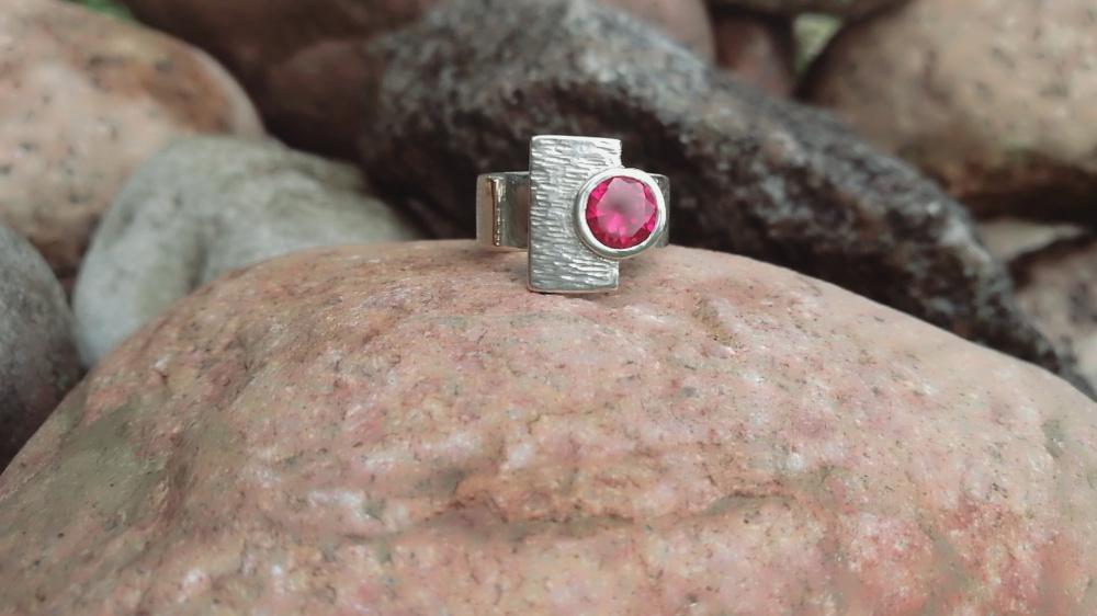 Sidabrinis žiedas su aukso juostele