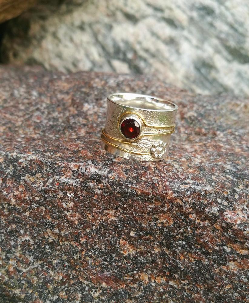 Sidabrinis Žiedas su natūraliu granatu,