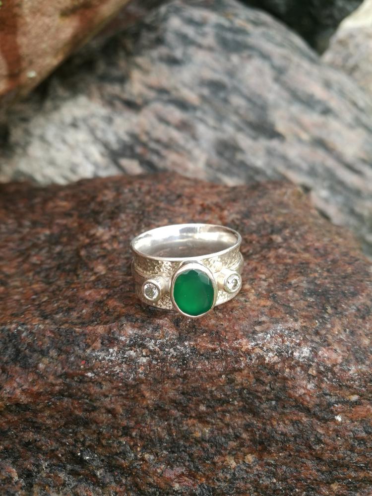 Sidabrinis žiedas su žaliu agatu