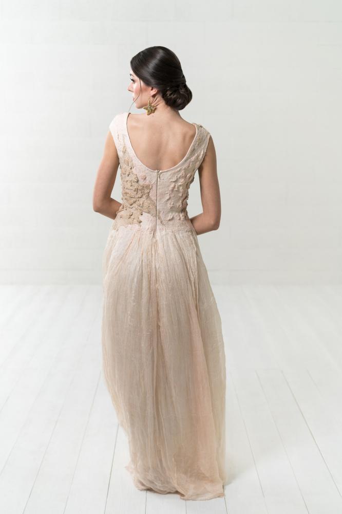 Šilkinė smėlio spalvos suknelė