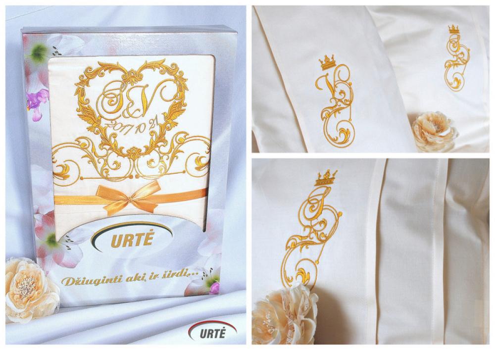 Siuvinėta karališka patalynė vestuvėms