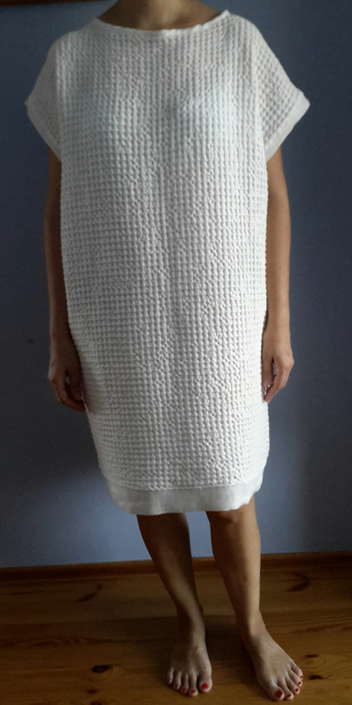 Sniego baltumo suknelė