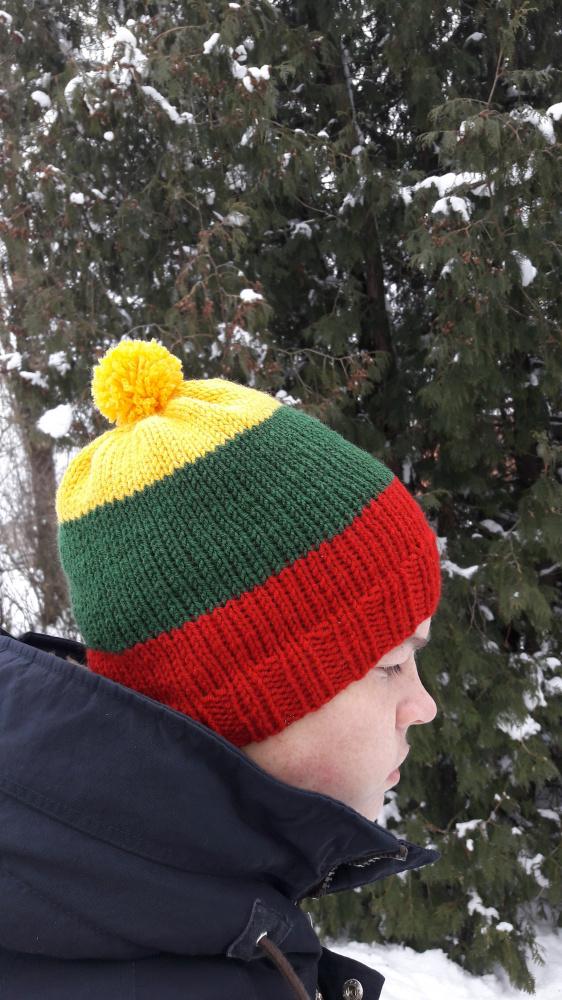 Trispalvės kepurės