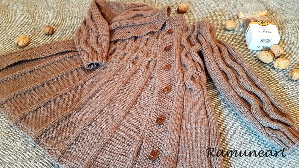 Vaikiškas megztas paltukas