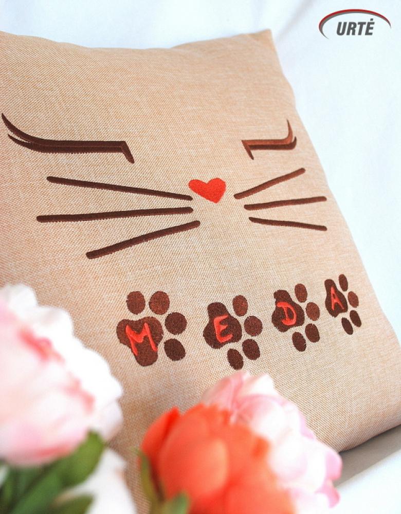 Vardinė siuvinėta dekoratyvinė pagalvėlė - Pėdutės - Kačiukas