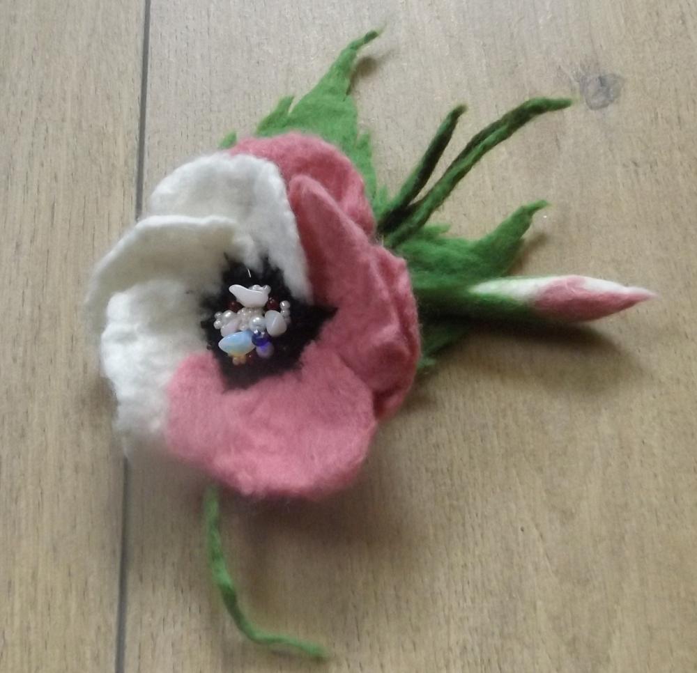 velta sagė rausva- balta gėlė