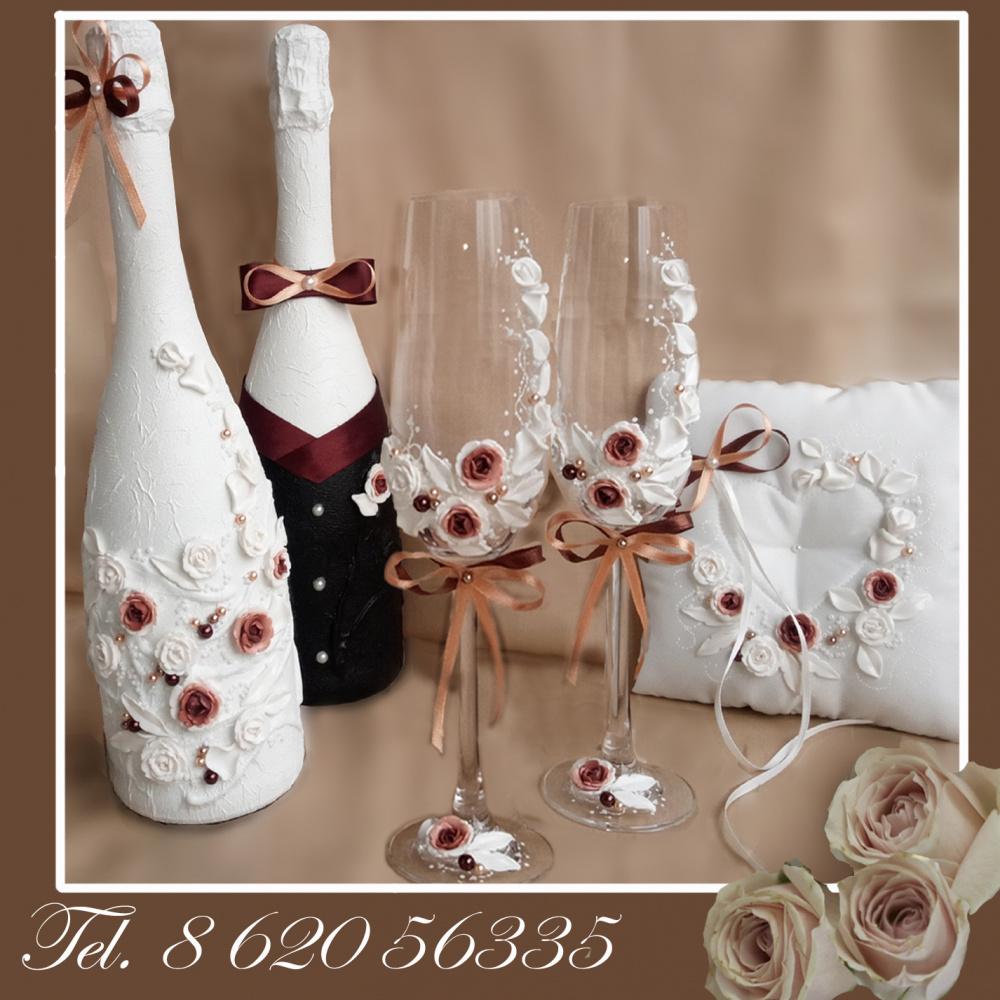 Vestuvines taures, sampano buteliai, pagalvele