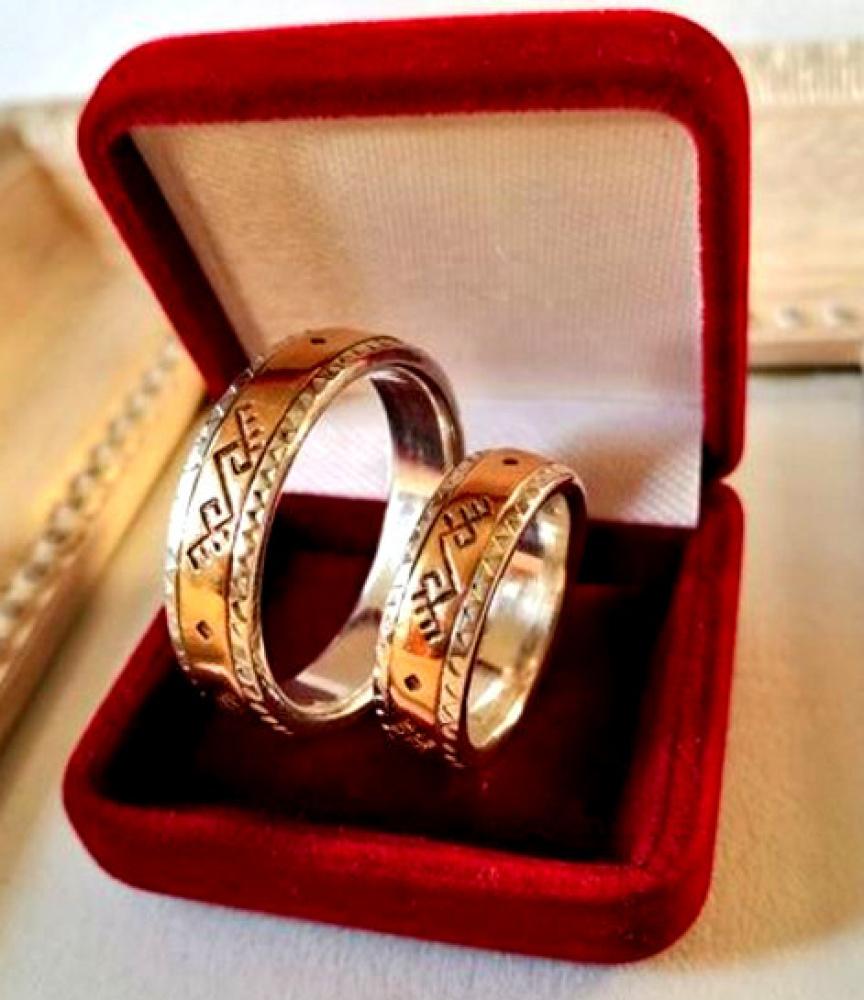 Vestuviniai žiedai baltų tematika