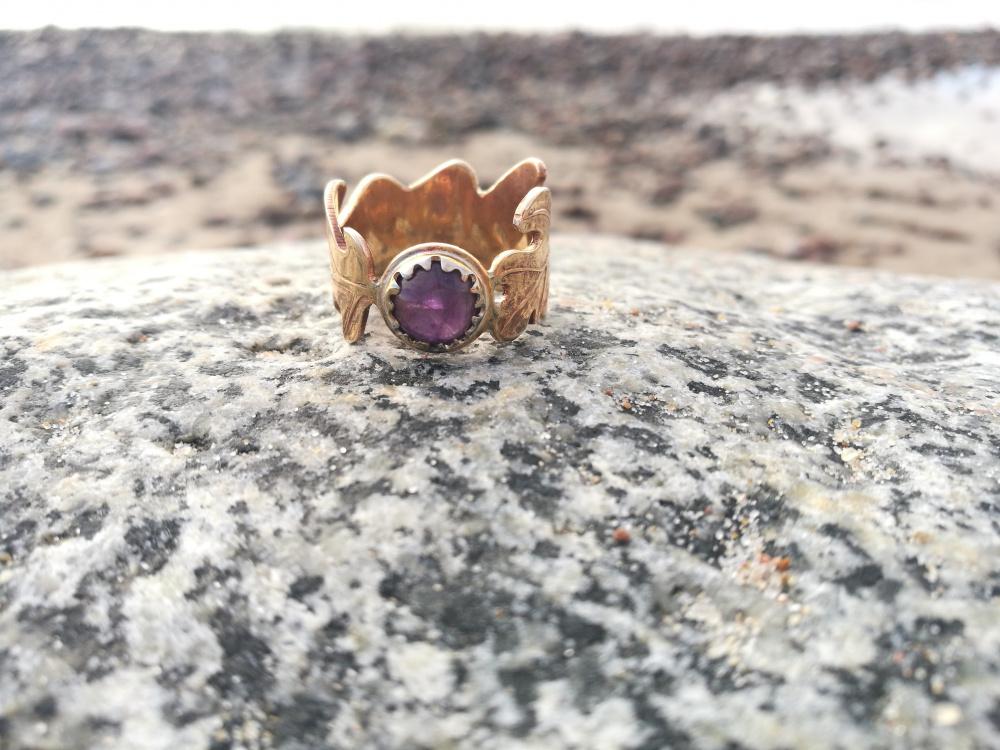 Žiedas su ametistu Lapelyje