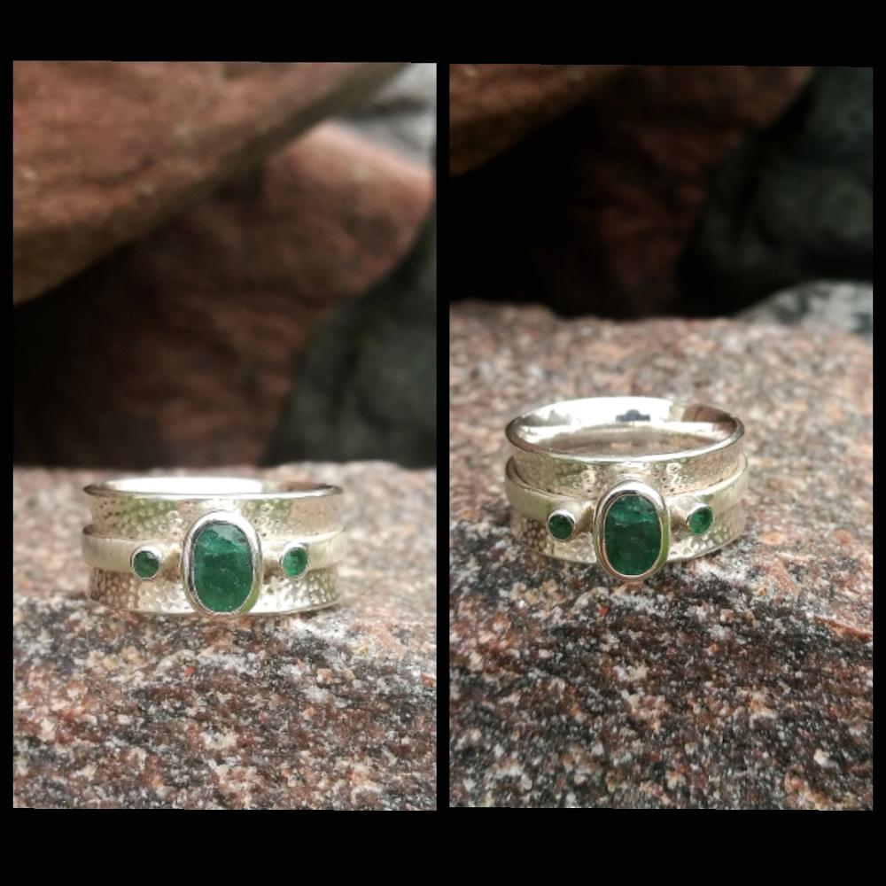 Žiedas su smaragdais