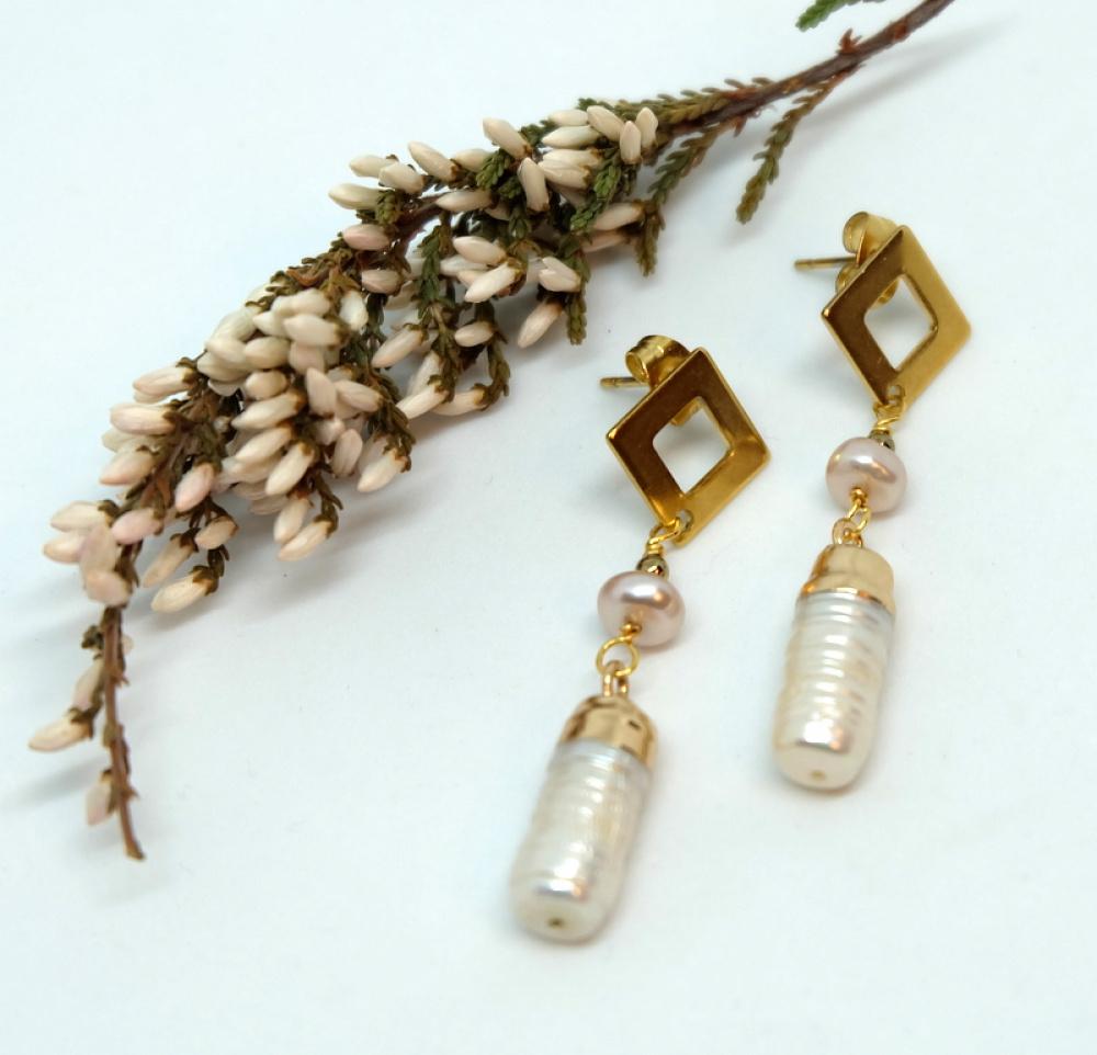 Auskarai su pailgais  Keshi perlais