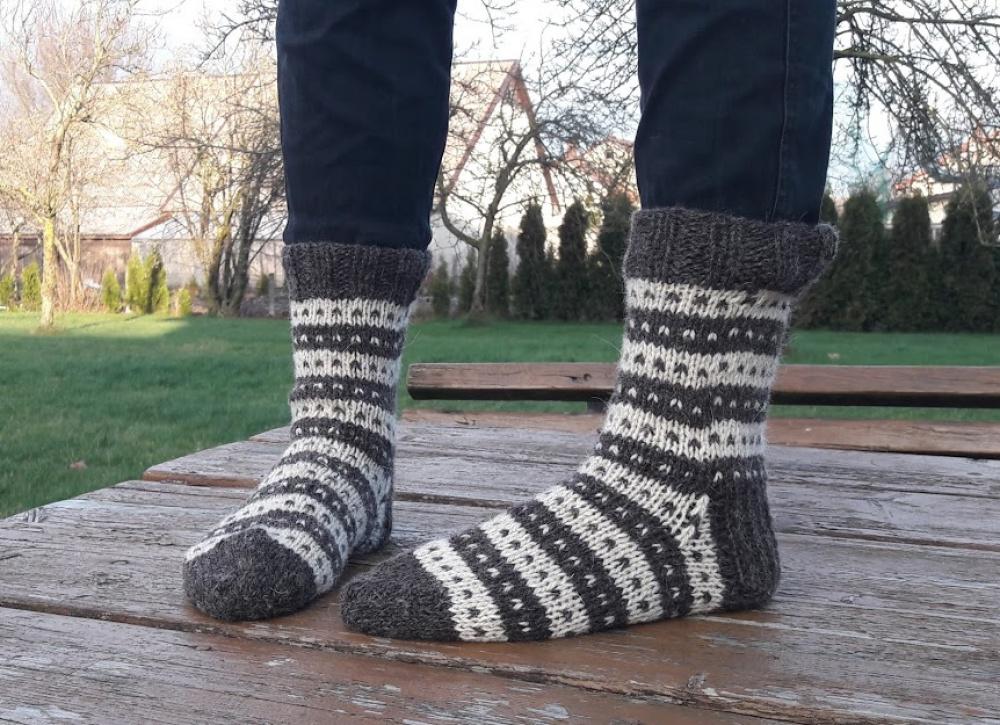 Dryžuotos vilnonės kojinės