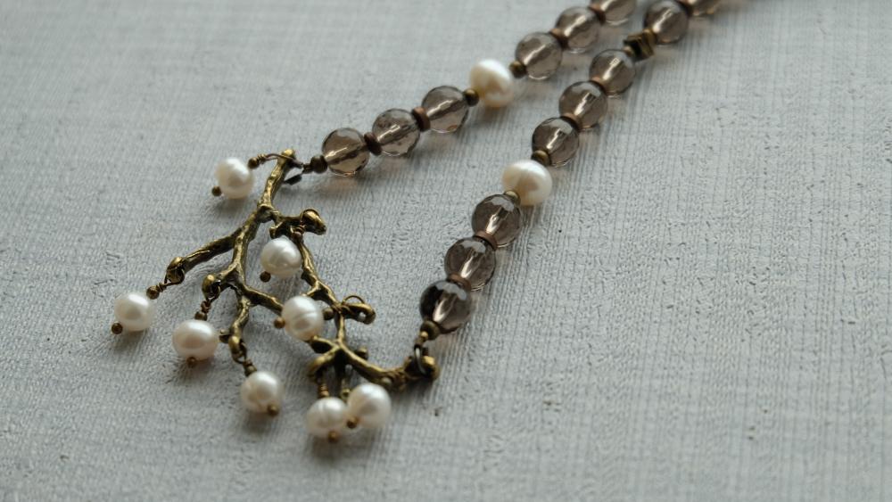 Dūminio kvarco ir gėlavandenių perlų vėrinys...