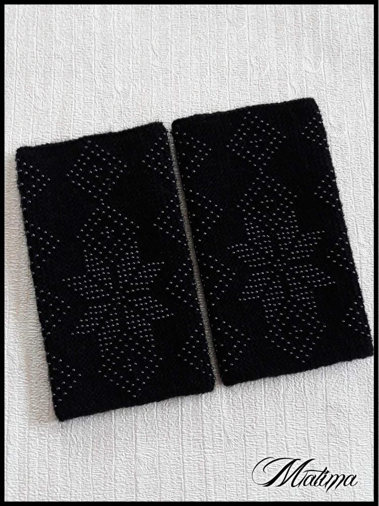 Juodos riešinės su hematito spalvos karoliukais