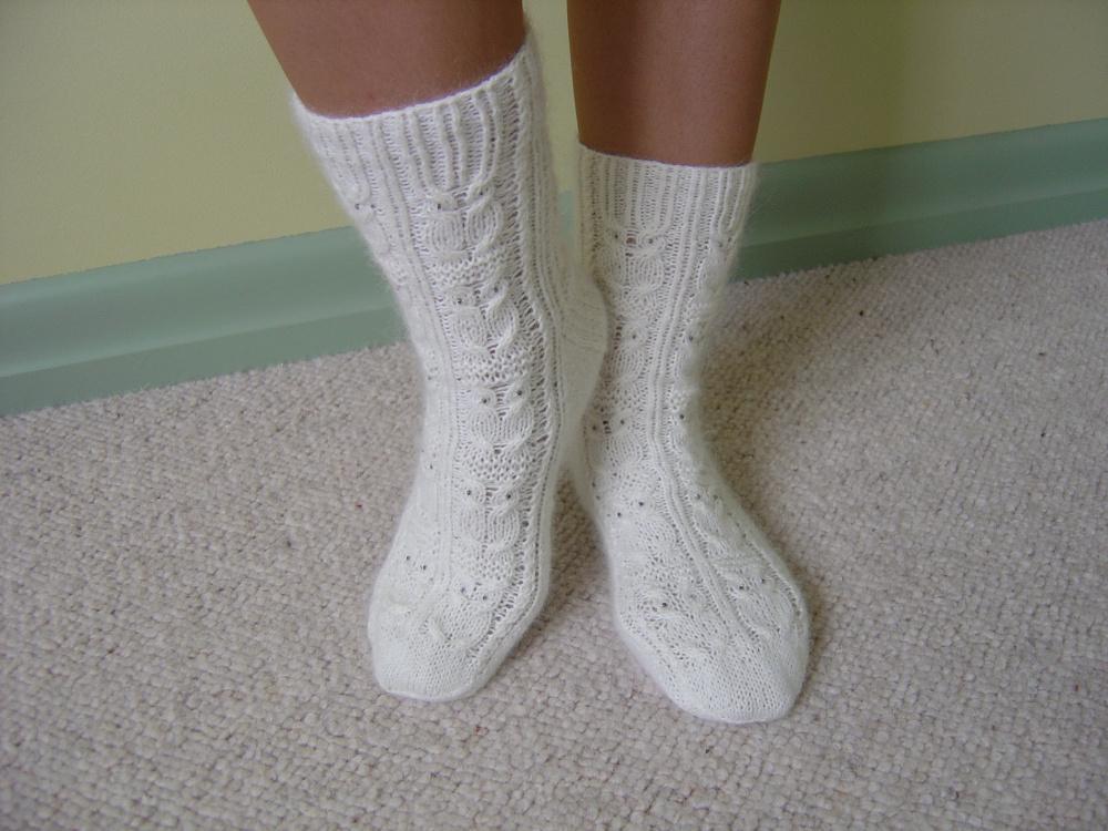 Kojines su peledziukais-baltos