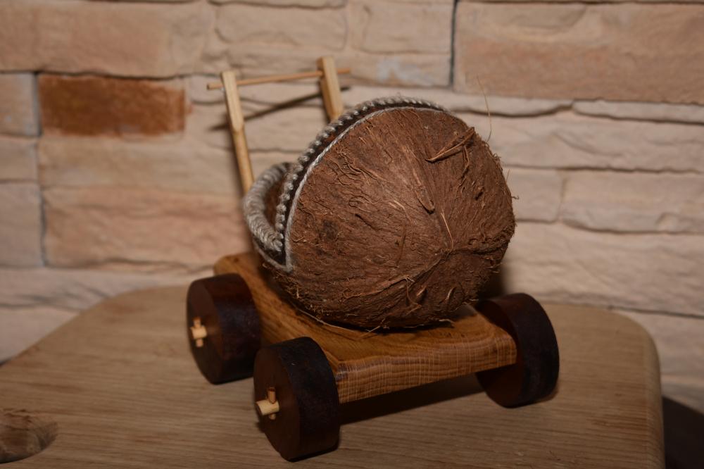 Kokoso riešuto vaikiškas vežimėlis
