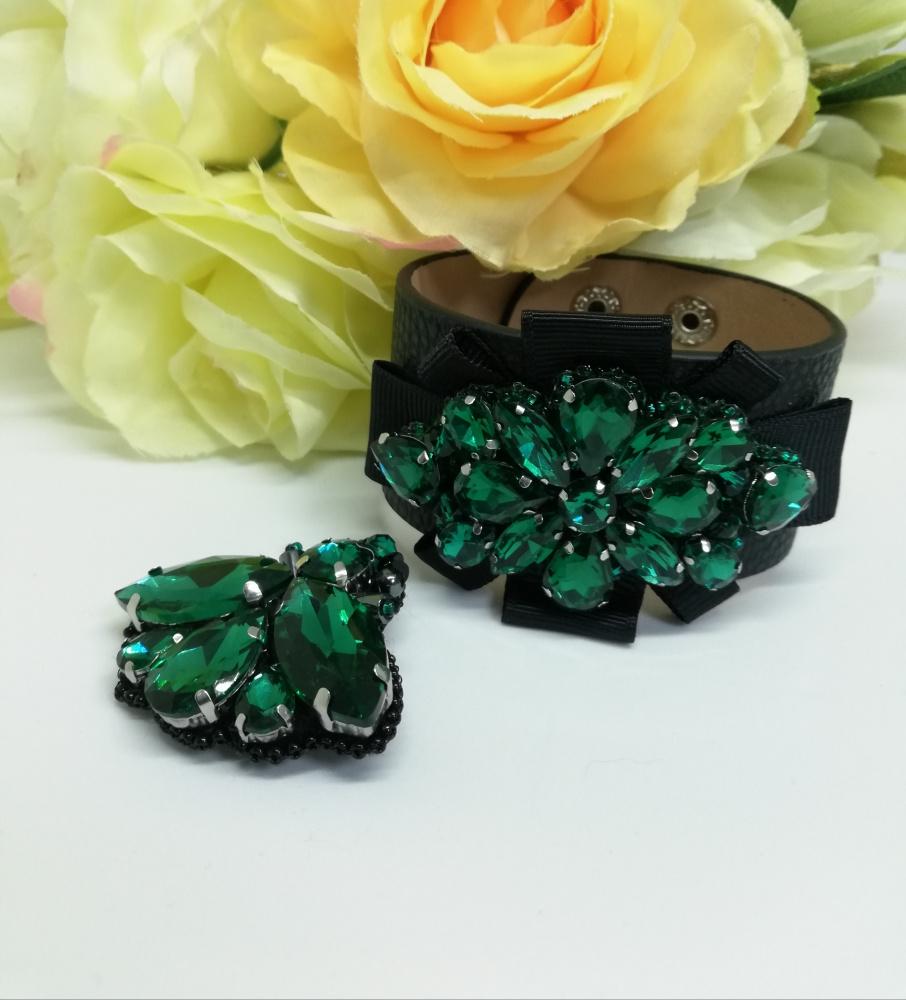 Komplektas odinė apyrankė puošta kristalais ir sagė vabalėlis žalios spalvos