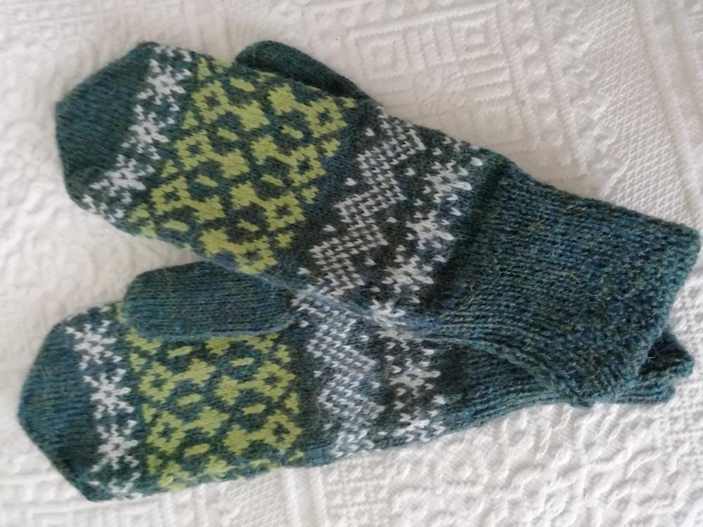 Komplektas - pirštinės ir kojinės