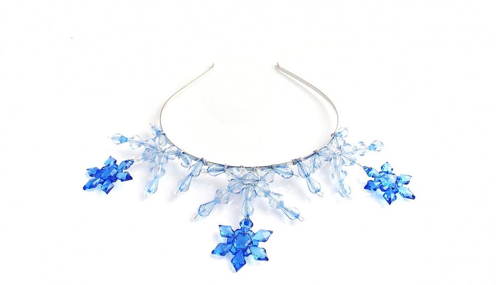 Mėlynų snaigių-žvaigždučių karūna
