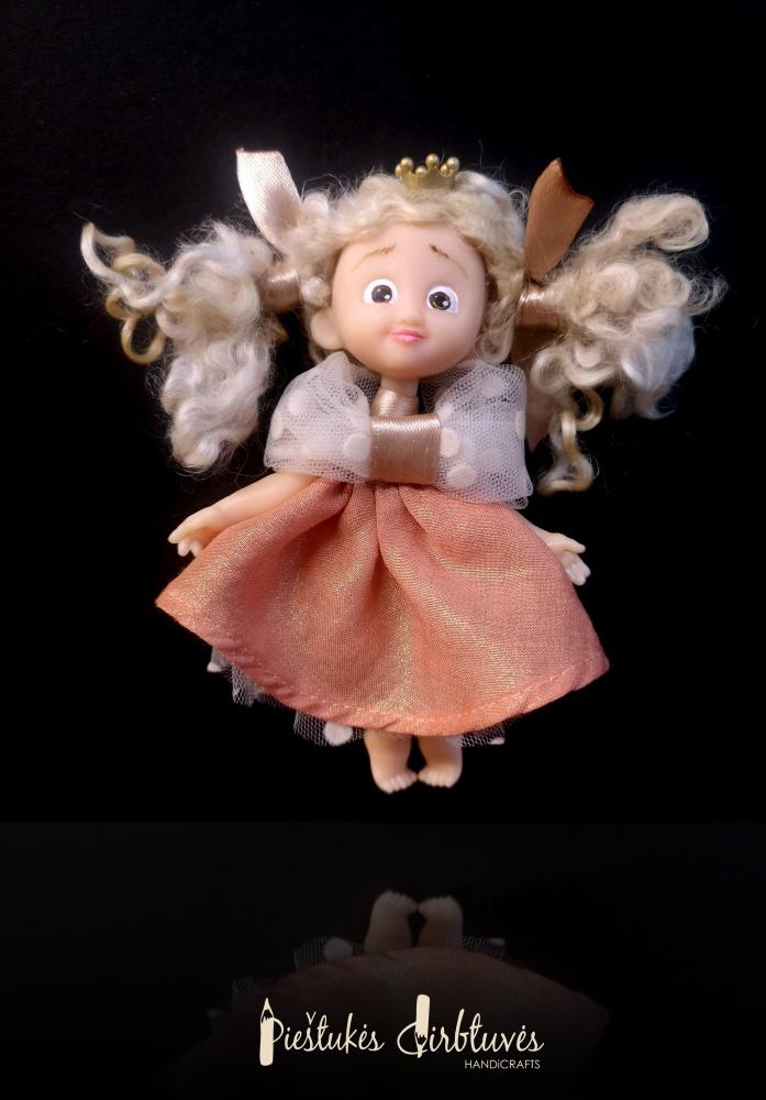 Mini lėlytė sagė