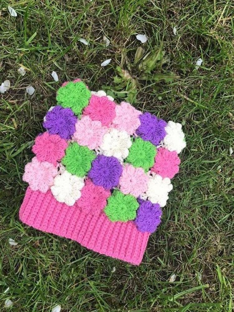 Nerta kepurė iš gėlyčių