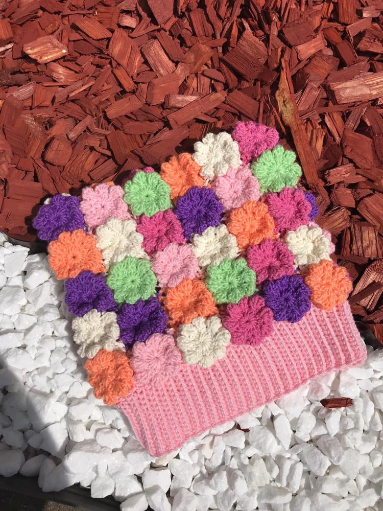 Nerta kepurė iš gėlyčių Nr1