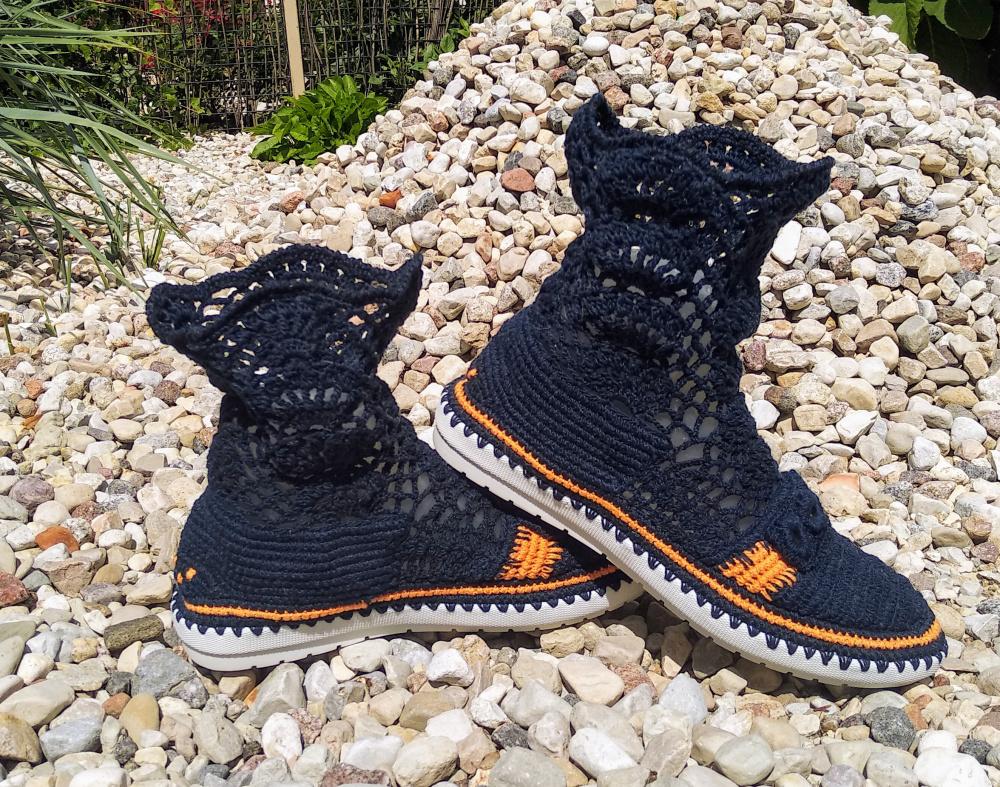 Nerti tamsiai mėlyni batai