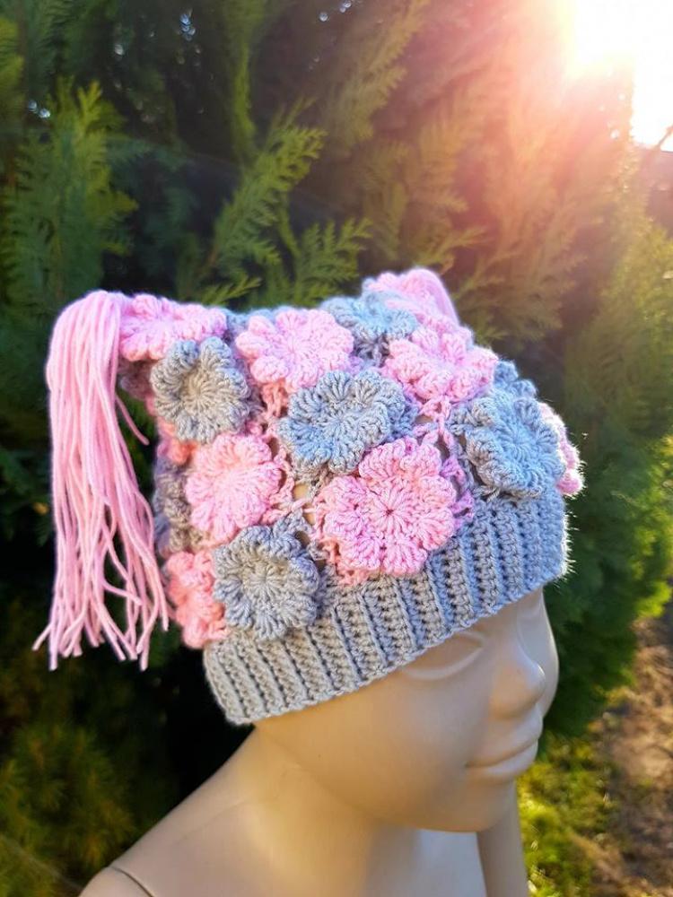 Neta kepurė iš gėlyčių