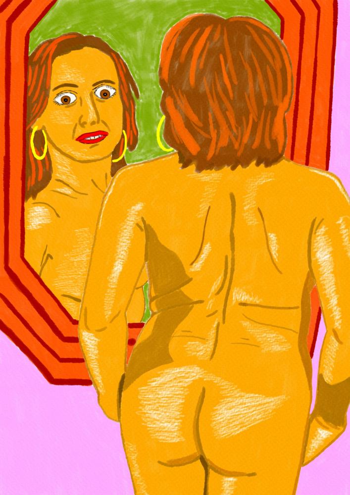 Nuoga moteris, stovinti šalia veidrodžio