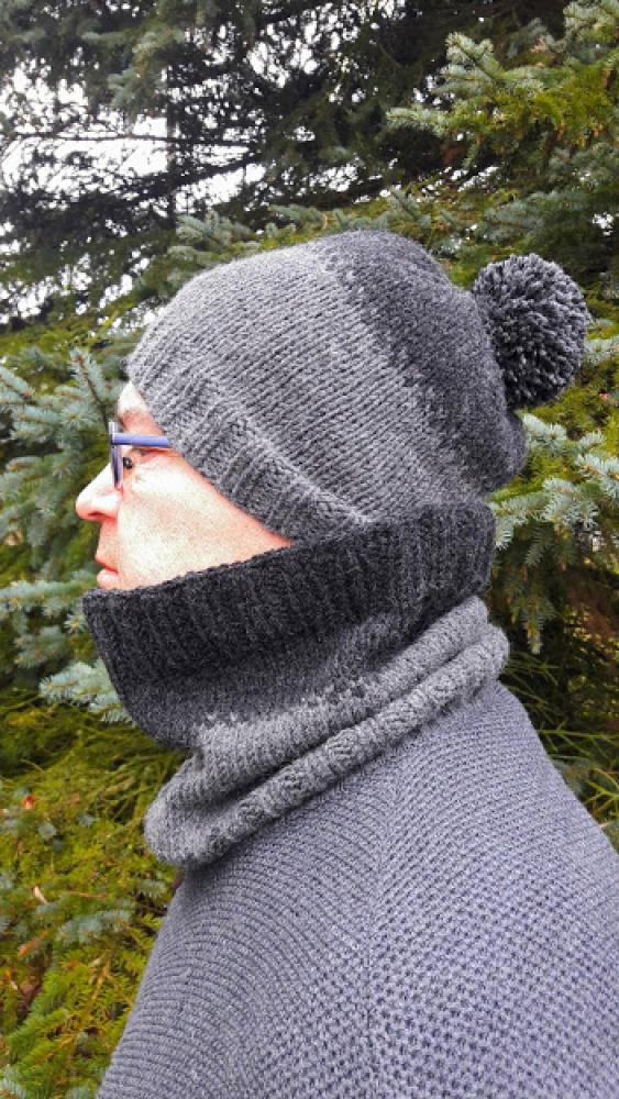Pilka kepurė su mova