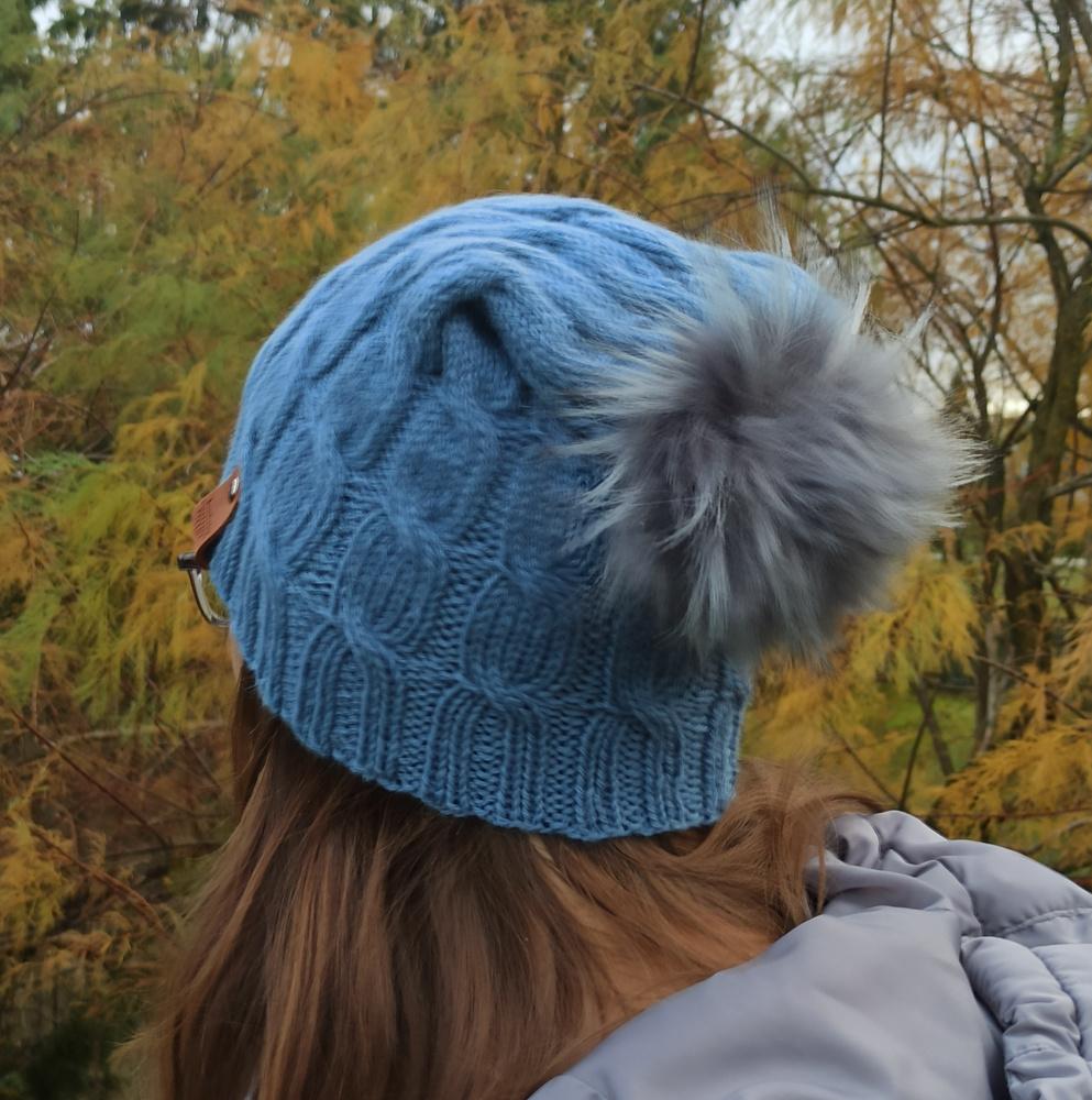 Pilka pyniuota kepurė