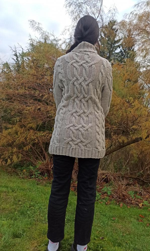 Pilkas pyniuotas megztinis