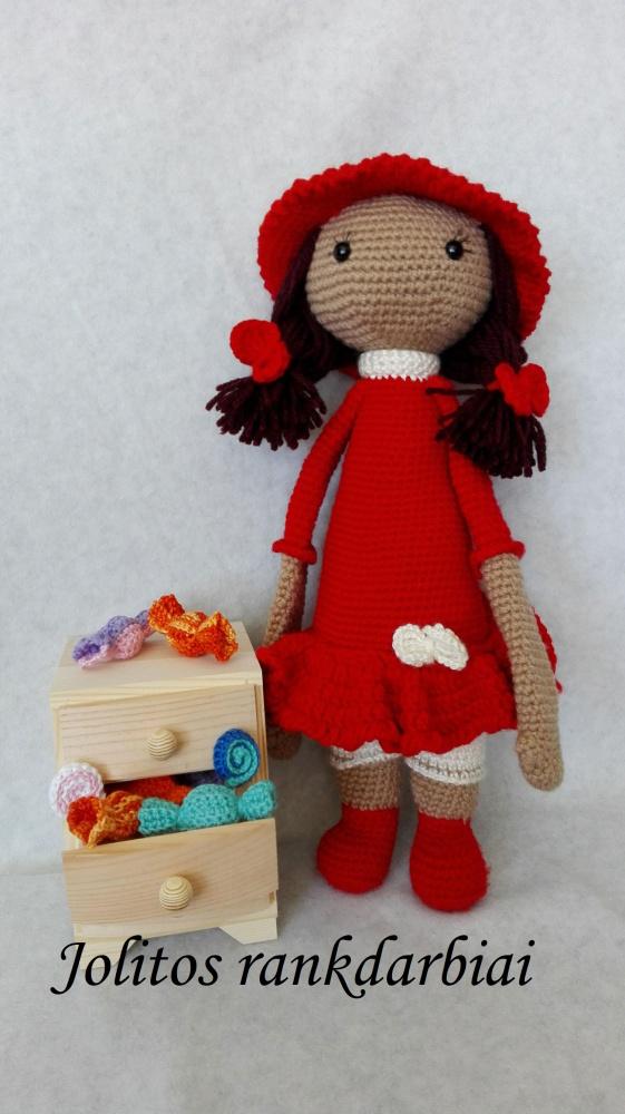 Raudona panelė - Leily Lala