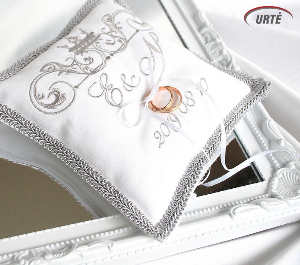 Sidabrinė siuvinėta pagalvėlė vestuviniams žiedams
