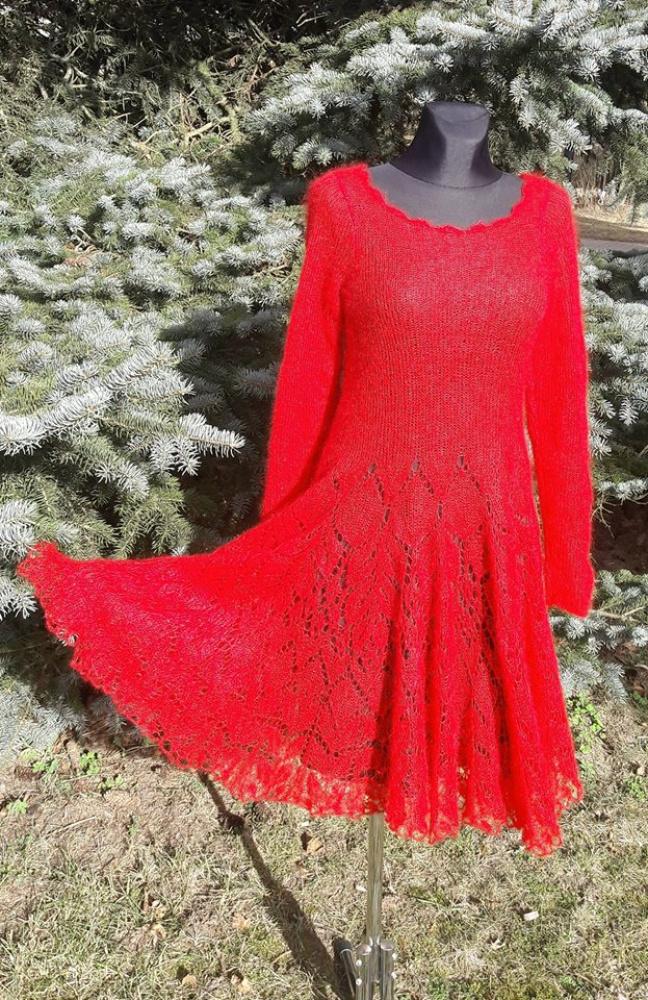 Skaisčiai raudona suknelė