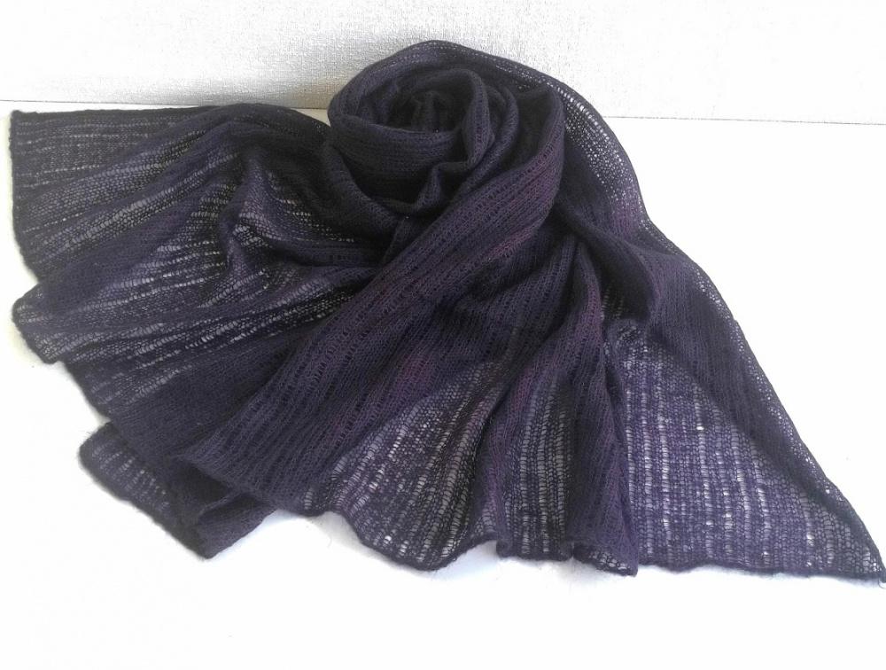 Tamsiai violetinis šalis iš moheros