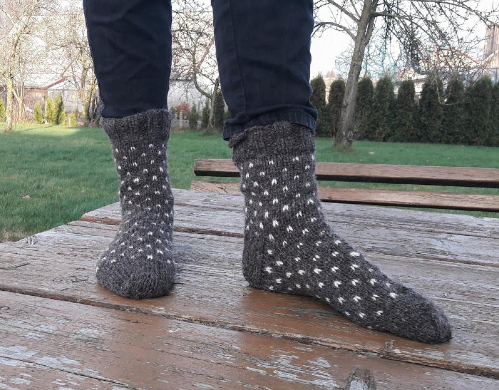 Taškuotos vilnonės kojinės